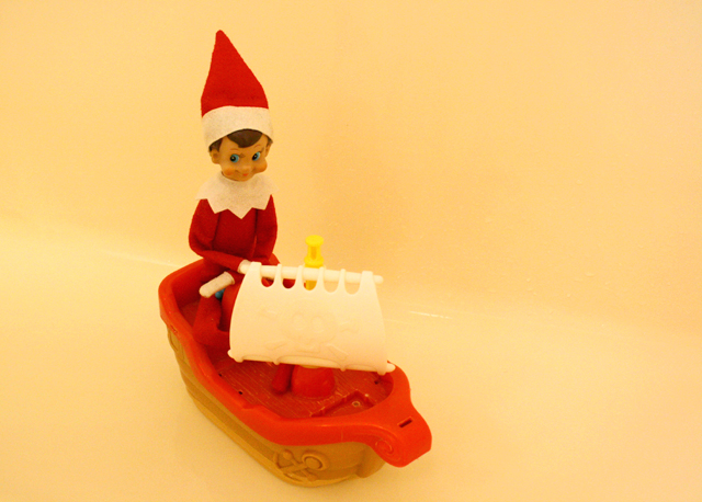 Elf on the Shelf: bathtub pirate