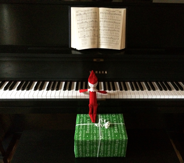 Elf on the Shelf: playing piano